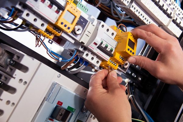 electric-4198293_640